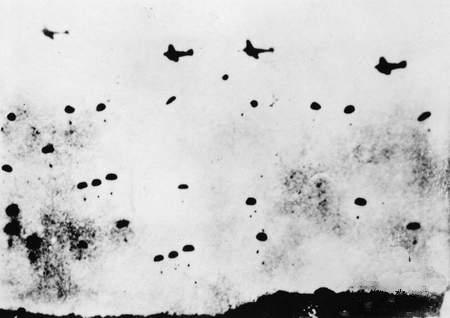 German_paratroopers_and_Ju_52_over_Crete_1941.jpg