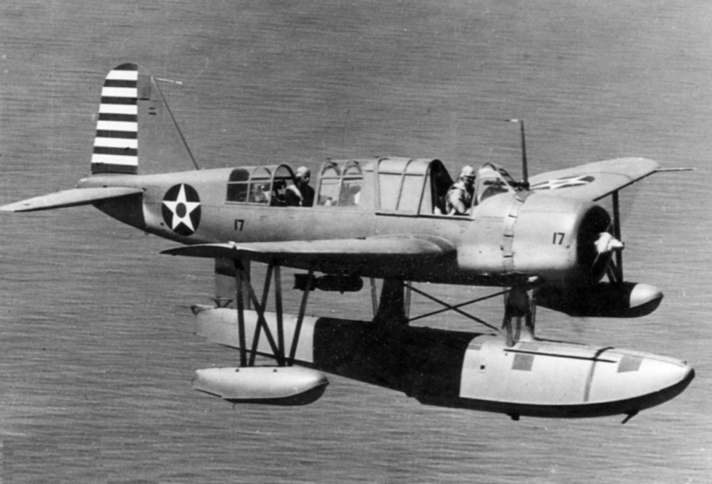 OS2U-2_Kingfisher_in_flight_1942.jpg