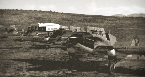 A flight of 47ShAP sturmoviks moves to the runway.