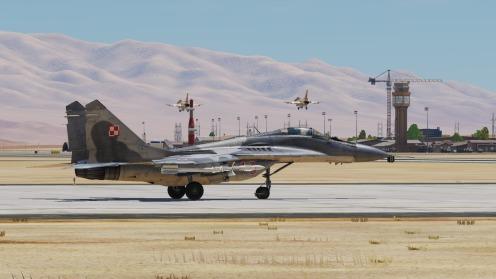 MiG-29-Polish-F-16landing