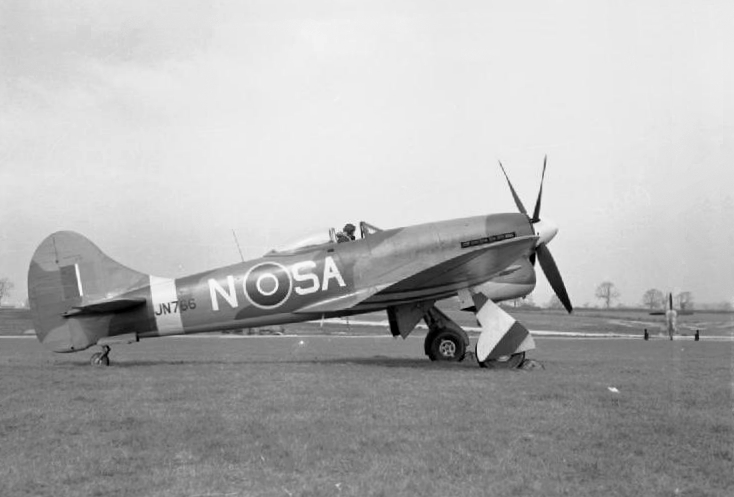 Tempest_Mk.V_486_Sqn_RNZAF_at_Castle_Camps_1944.jpg